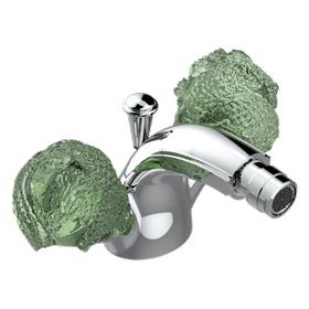 Single hole bidet faucet with drain