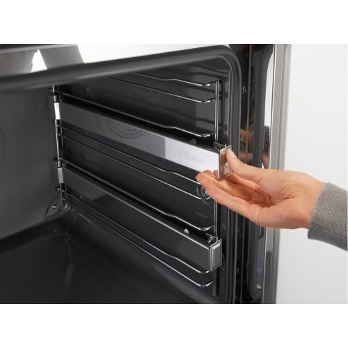 HFC 71 Original Miele FlexiClip telescopic runners with PerfectClean For flexible, customized use of your oven.