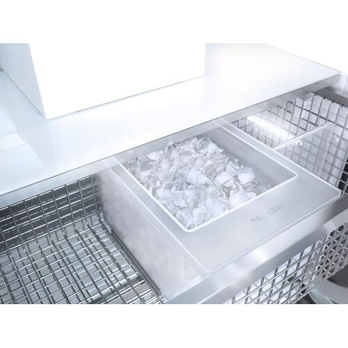 F 2461 Vi - MasterCool™ freezer Integrated IceMaker features separate water and ice dispensers.