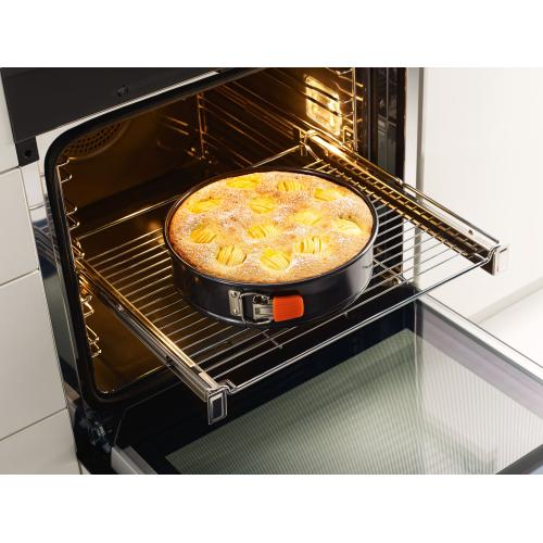 HBBR 71 - Genuine Miele baking and roasting rack with PerfectClean finish.