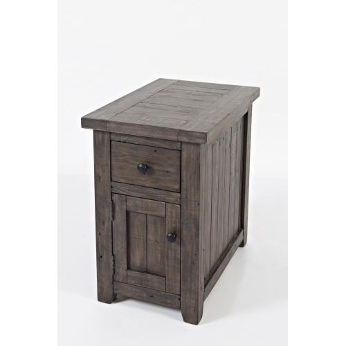 Madison County Chairside Table - Barnwood