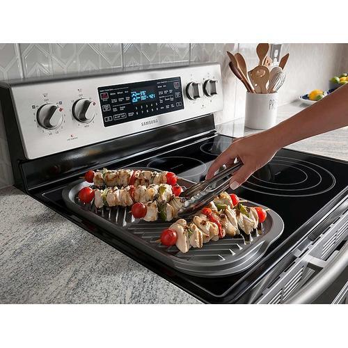 Samsung - 5.9 cu. ft. Freestanding Electric Range with Flex Duo™ & Dual Door in Stainless Steel