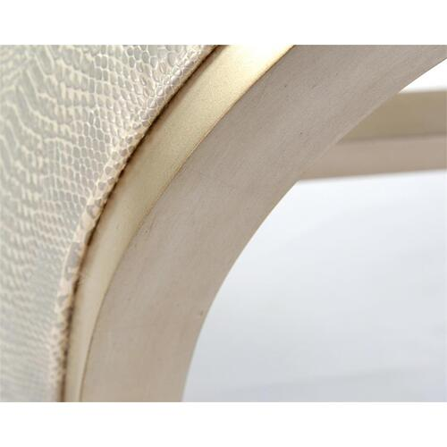 Aintree Curved Bench