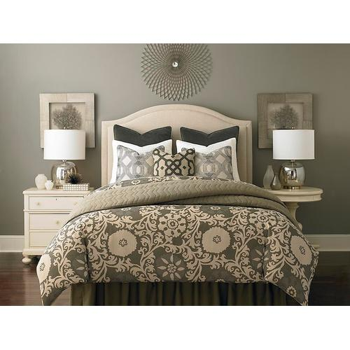 Custom Uph Beds Manhattan King Rectangular Bed, Footboard High, Insert Type Tufted