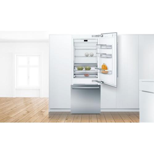 Benchmark® Built-in Bottom Freezer Refrigerator 30'' B30BB935SS