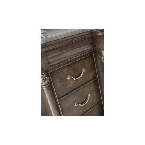 Landmark Triple Dresser