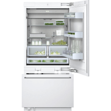 """400 series Two-door bottom freezer with integrated ice maker. Fully integrated Width 36"""" (91.4 cm)"""