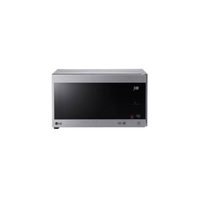 LG Appliances 0.9 cu. ft. NeoChef™ Countertop Microwave with Smart Inverter and EasyClean®