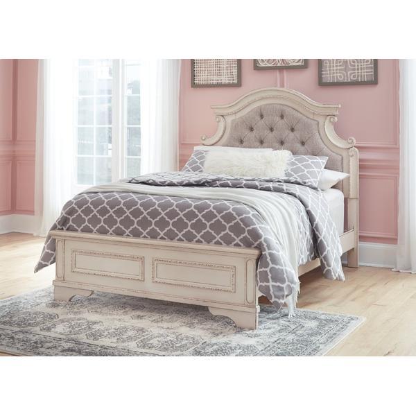 Realyn Full Panel Bed