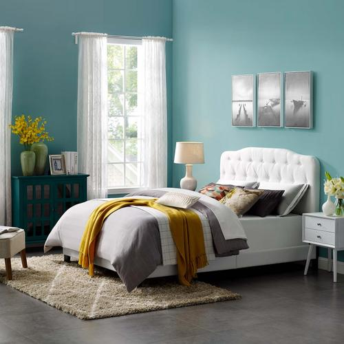 Amelia Queen Upholstered Fabric Bed in White