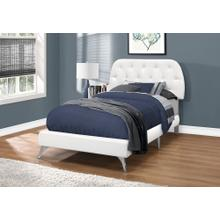 BED - TWIN SIZE / WHITE LEATHER-LOOK WITH CHROME LEGS