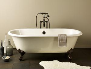 REGAL Cast Iron Clawfoot Bath With Flat Area for Faucet Holes Product Image