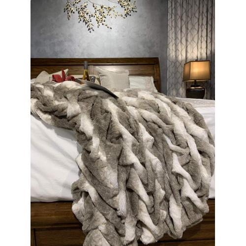 "Soft Heavy Faux Fur Loufie Blanket/Coverlet by Rug Factory Plus - Queen - 90"" x 88"" / Black"