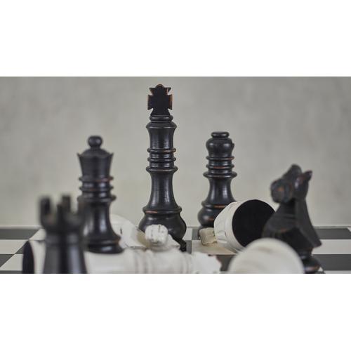 Bramble - Gentlemen's Club Chess Set