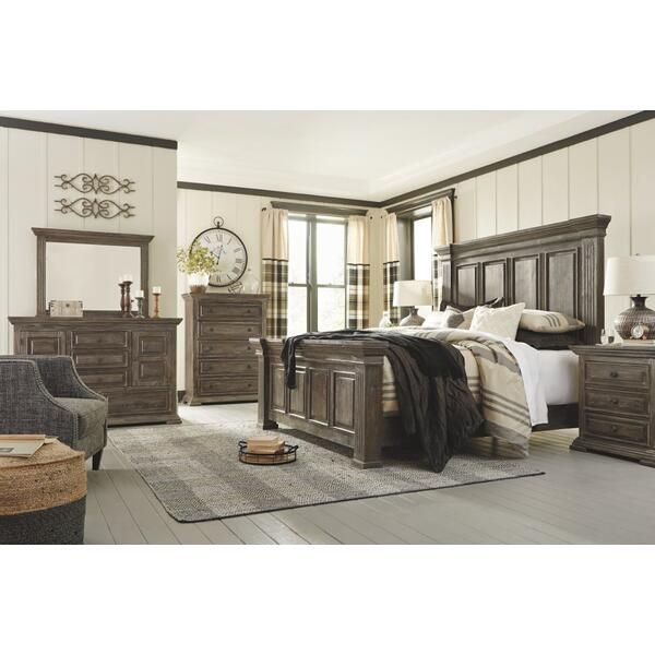 Wyndahl King Panel Bed