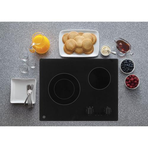 "GE Appliances Canada - GE 21"" Electric Cooktop Black - JP3021DPBB"