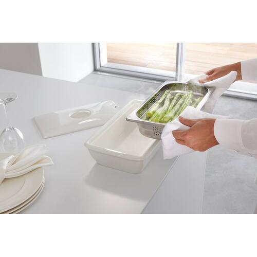 DGSE 1 - Serving dish for steam oven pan Food served in style, enjoyed hot.