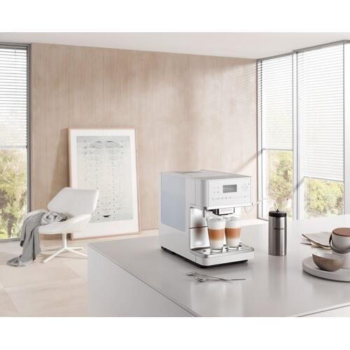 Countertop coffee machine with OneTouch for Two feature and integrated cup warmer for perfect coffee.