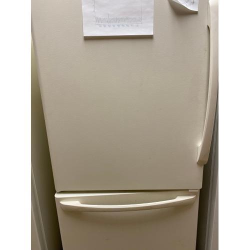 Amana 18.7 cu. ft. bottom-freezer refrigerator (USED #10)