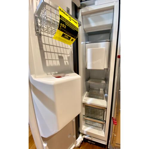 Miele F1473Vi  MasterCool freezer with individual water and ice cube supply thanks to integrated IceMaker.
