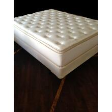 Elegante Pillow