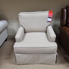 Broyhill Swivel Chair (LRUCHA891)