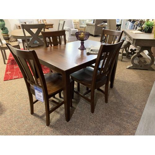 Rectangle Table w. Matching Chairs (4)