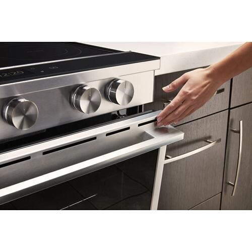 Whirlpool Canada - 6.4 Cu. Ft. Smart Contemporary Handle Slide-in Electric Range with Frozen Bake™ Technology