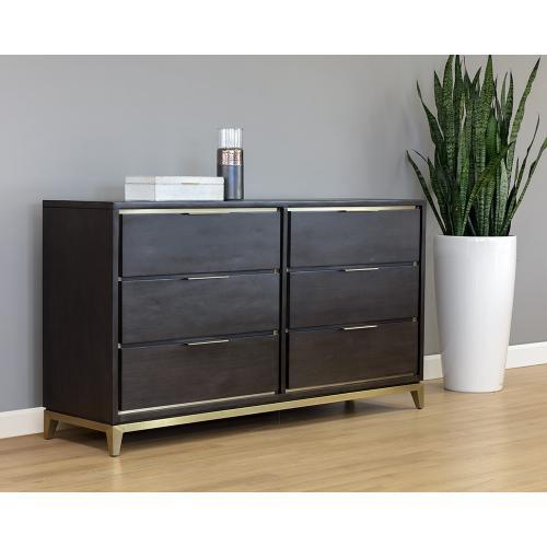 Roman Dresser