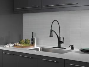 Matte Black Single Handle Pull-Down Kitchen Faucet with ShieldSpray Product Image