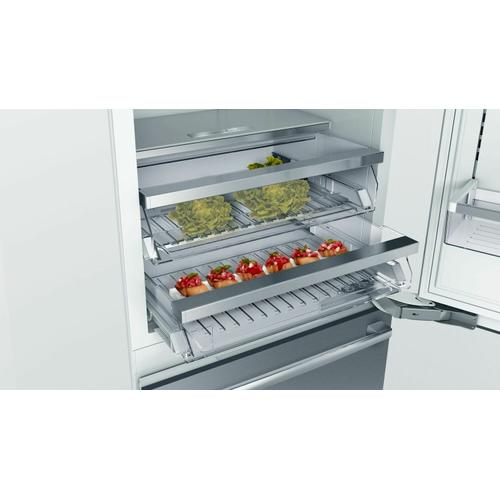 Benchmark® Built-in Bottom Freezer Refrigerator 30'' B30BB935SS