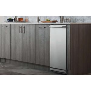 """Electrolux15"""" Ice Maker with Right Hinge Door"""