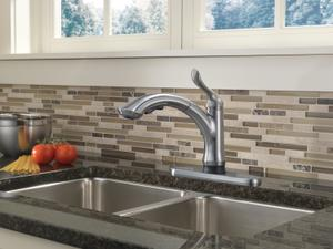 Single Handle Pull-Out Kitchen Faucet with Touch 2 O ® Technology Product Image