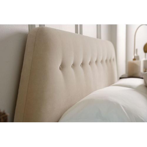 MARQ Bedroom Del Ray Queen Bed