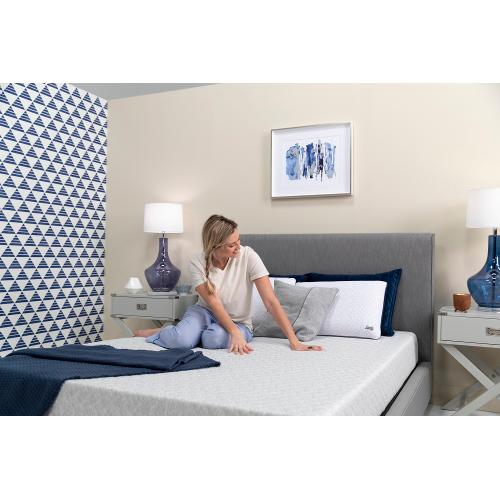 "Sealy Essentials - 8"" Memory Foam - Mattress In A Box - Queen"
