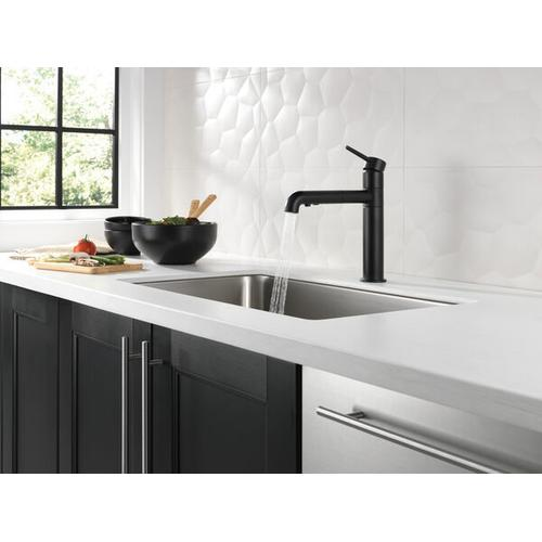 Product Image - Matte Black Single Handle Pull-Out Kitchen Faucet