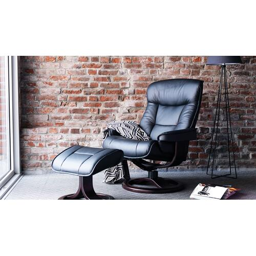 Bergen R Manual Large Recliner With Footstool