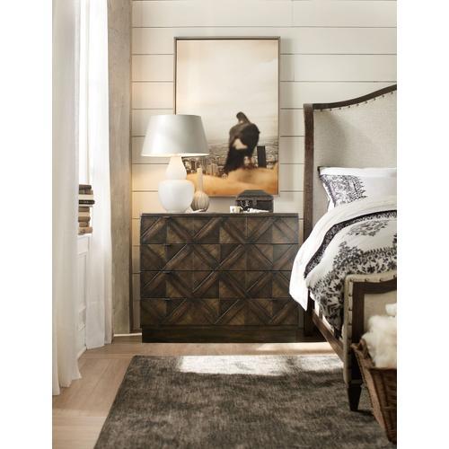 Bedroom Roslyn County Four-Drawer Bachelors Chest