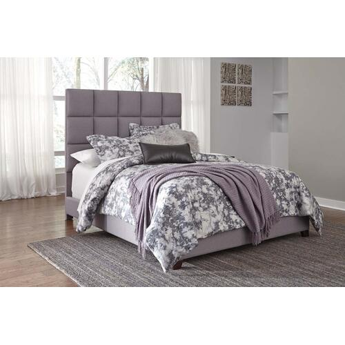 Dolante II Queen Upholstered Bed