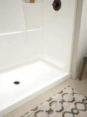 "White Classic 400 60"" x 32"" Shower Base Center Drain Product Image"