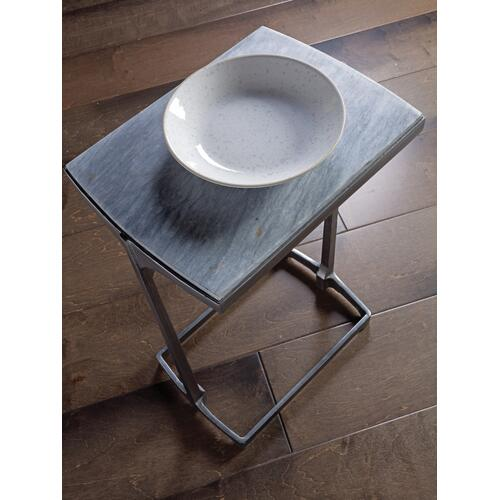 Leo Spot Table
