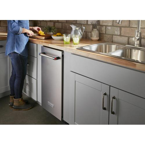 KitchenAid Canada - 15'' Automatic Ice Maker with PrintShield™ Finish - Stainless Steel with PrintShield™ Finish
