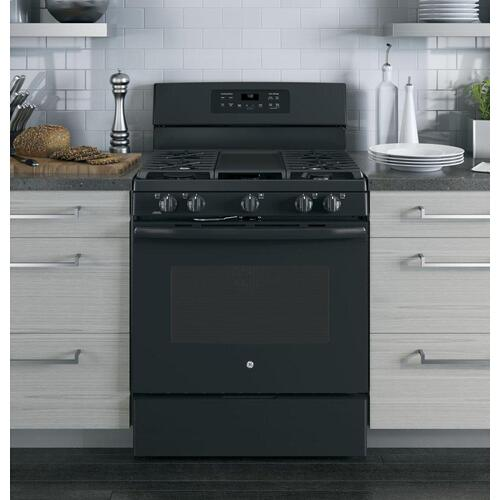 """GE Appliances - GE® 30"""" Free-Standing Gas Convection Range"""