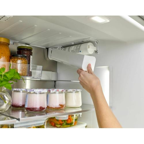 800 Series French Door Bottom Mount Refrigerator Easy clean stainless steel B36CL80SNS