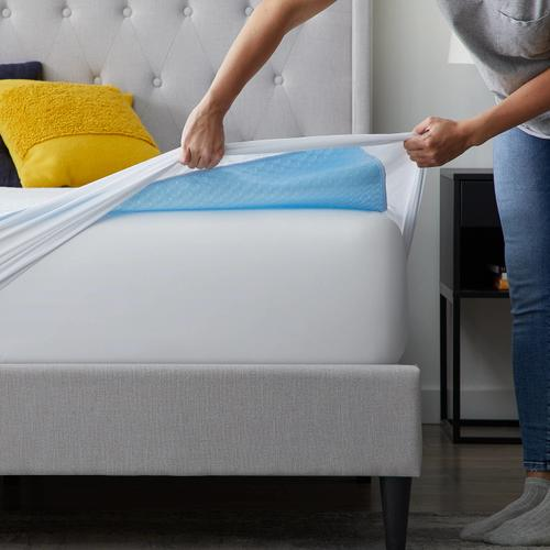 Weekender Cooling Mattress Protector