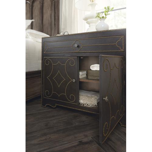 Hooker Furniture - Woodlands Bachelors Chest