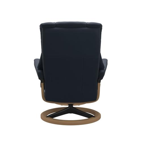 Stressless By Ekornes - Stressless® Mayfair (M) Signature chair with footstool