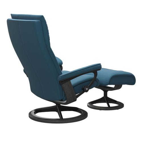 Stressless By Ekornes - Stressless® Aura (M) Signature chair with footstool