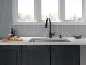 Matte Black Single Handle Pull-Down Kitchen Faucet with ShieldSpray ® Technology Product Image