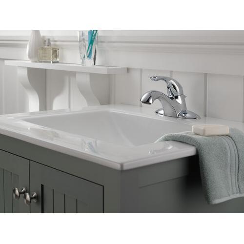 Chrome Single Handle Centerset Bathroom Faucet with City Shanks